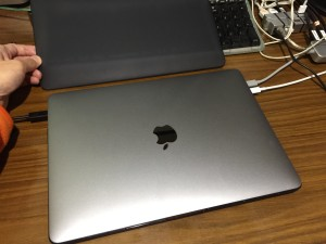 MacBook Pro 2016 late レビュー 本体カバー